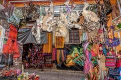 Les sorcières lancent sur le marché dans La Paz, Bolivie Images stock