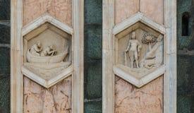 Les soulagements hexagonaux sur le campanile de Giottos Photos libres de droits