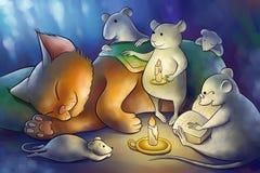 Les souris ont lu un livre à un chaton la nuit Images stock