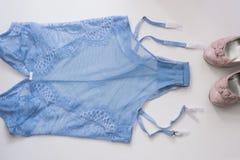 Les sous-vêtements des femmes de dentelle de lingerie sur le plan rapproché blanc de fond Lingerie sexy, Images stock