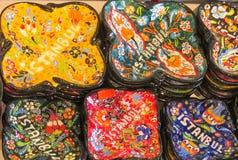 Les souvenirs d'Istanbul, plats paintinted avec des fleurs Image stock