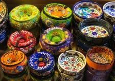 Les souvenirs d'Istanbul, plats paintinted avec des fleurs Photos stock