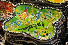 Les souvenirs d'Istanbul, plats paintinted avec des fleurs Photographie stock libre de droits
