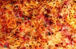 Les spaghetti cuits au four par four avec du fromage et hachent Photo libre de droits