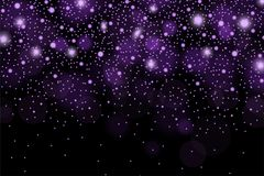 Les sparcles et les fusées violets brillants abstraits effectuent le modèle sur le fond noir Image libre de droits