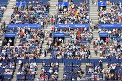Les spectateurs au triphosphate d'adénosine Barcelone ouvrent le banc Sabadell Photographie stock
