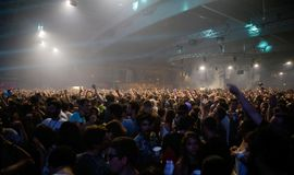 Les spectateurs pendant les brindilles de Fka montrent au festival de sonar Images libres de droits