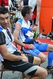 """Les sportifs sont arrivés à la finition """"ville de Lecco - de l'événement courant de marathon de montagne de Resegone """" photos stock"""
