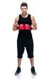 Les sports équipent avec les gants de boxe rouges Images libres de droits
