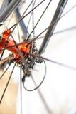 Les sports vont à vélo l'essieu arrière avec les jantes rapides photographie stock