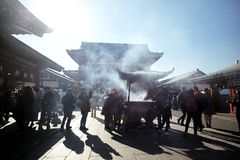 Les stations bouddhistes d'encens, temple bouddhiste de temple de Sensoji placent photographie stock libre de droits