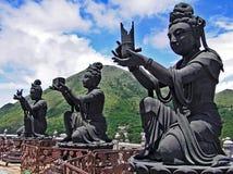 Les statues bouddhistes dans Ngong cinglent sur l'île de Lantau en Hong Kong Photographie stock