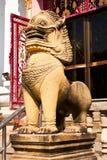 Les statues de lion ont effectué la pierre d'ââof. Photo libre de droits
