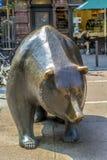 Les statues de Taureau et d'ours à Photo libre de droits