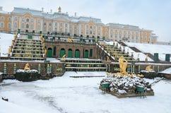 Les statues des fontaines dans Peterhof Image libre de droits