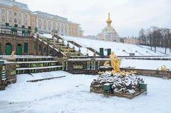 Les statues des fontaines dans Peterhof Photo libre de droits