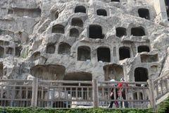 Les statues endommagées aux grottes de Longmen photos libres de droits