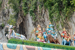 Les statues indoues de dieux avec Ganesha chez Batu foudroie près de Kuala Lumpur Malaysia photo libre de droits