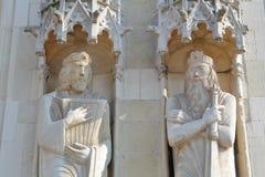 Les statues sur la façade de la ville hôtel sur le Burg ajustent à Bruges image stock