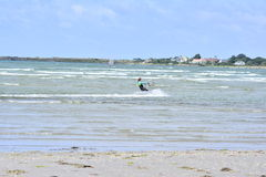 Les surfers de cerf-volant apprennent au cerf-volant Image libre de droits