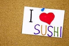Les sushi aiment la note collante de sushi goupillée à un avis de liège Photos stock