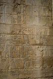 Les symboles signe des chiffres des pharaons en Egypte, le mur dans Luxo Image stock