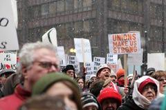 Les syndicats nous effectuent le rassemblement intense Photo libre de droits