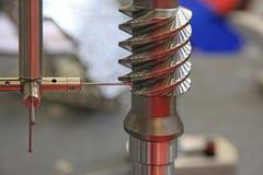 Les systèmes et la surface d'inspection dimensionnels finissent en métal Images stock