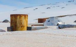 Les têtes de puits futuristes transportent la vapeur des forages à la centrale géothermique de Krafla en Islande du nord Photo libre de droits