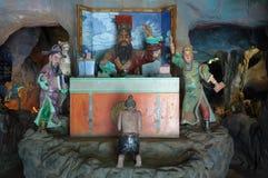 Les tableaux du jugement chinois d'enfer passant à la baie d'aubépine Par la villa à Singapour images stock