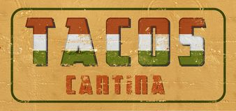 Les Tacos signent le Cantina peint sur vieux de cru de mur superficiel par les agents photos stock