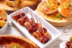 Les Tapas se mélangent et la nourriture de pinchos des pintxos de recettes de l'Espagne également Photographie stock