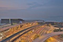 Les taxis s'aligne dans l'aéroport international du HK Photos libres de droits