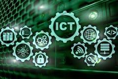 LES TCI Technologie de l'information et des communications sur le fond moderne de pièce de serveur Inscription sur un écran virtu images libres de droits
