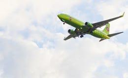 Les terres d'avion Image stock