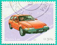 Les timbres-poste avec imprimé au Laos montre la voiture Photographie stock