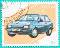 Les timbres-poste avec imprimé au Laos montre la voiture Photo stock