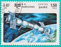 Les timbres-poste utilisés ont imprimé dans des thèmes de l'espace du Cambodge Photos libres de droits