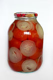 Les tomates de la grand-maman dans le pot en verre Images stock