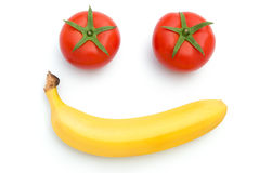 Les tomates et la carotte fraîches forment comme le visage de sourire Photographie stock