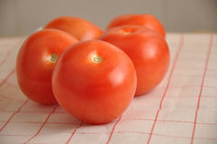 Les tomates et le jus de tomates rouges Image stock