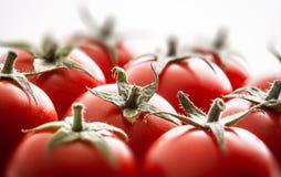 Les tomates groupent sur le fond blanc Photo stock