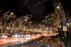 Les touristes apprécient l'esprit de Noël Images libres de droits