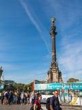 Les touristes attendent l'autobus de touristes, sous la statue de Christopher photo stock