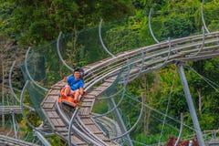 Les touristes chinois ont l'amusement dans le parc d'aventure au mearim chaing Photographie stock libre de droits