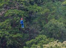 Les touristes chinois ont l'amusement dans le parc d'aventure au mearim chaing Images libres de droits