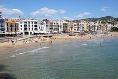 Les touristes enjoiying leurs vacances sur la plage Photographie stock libre de droits
