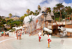 Les touristes se reposent dans le waterpark « Siam Park ». Photo stock