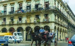Les touristes voyagent vieille La Havane, Cuba Image stock
