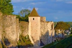 Les tours et les remparts médiévaux photographie stock libre de droits